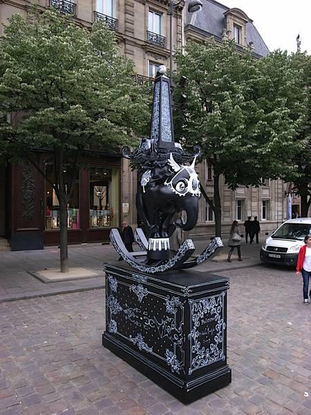 Nicolas Buffe - 2009---05 - Pulcino - 2 - R0015995 @ place St Germain des Prés, Paris, during Parcours St Germain 2009