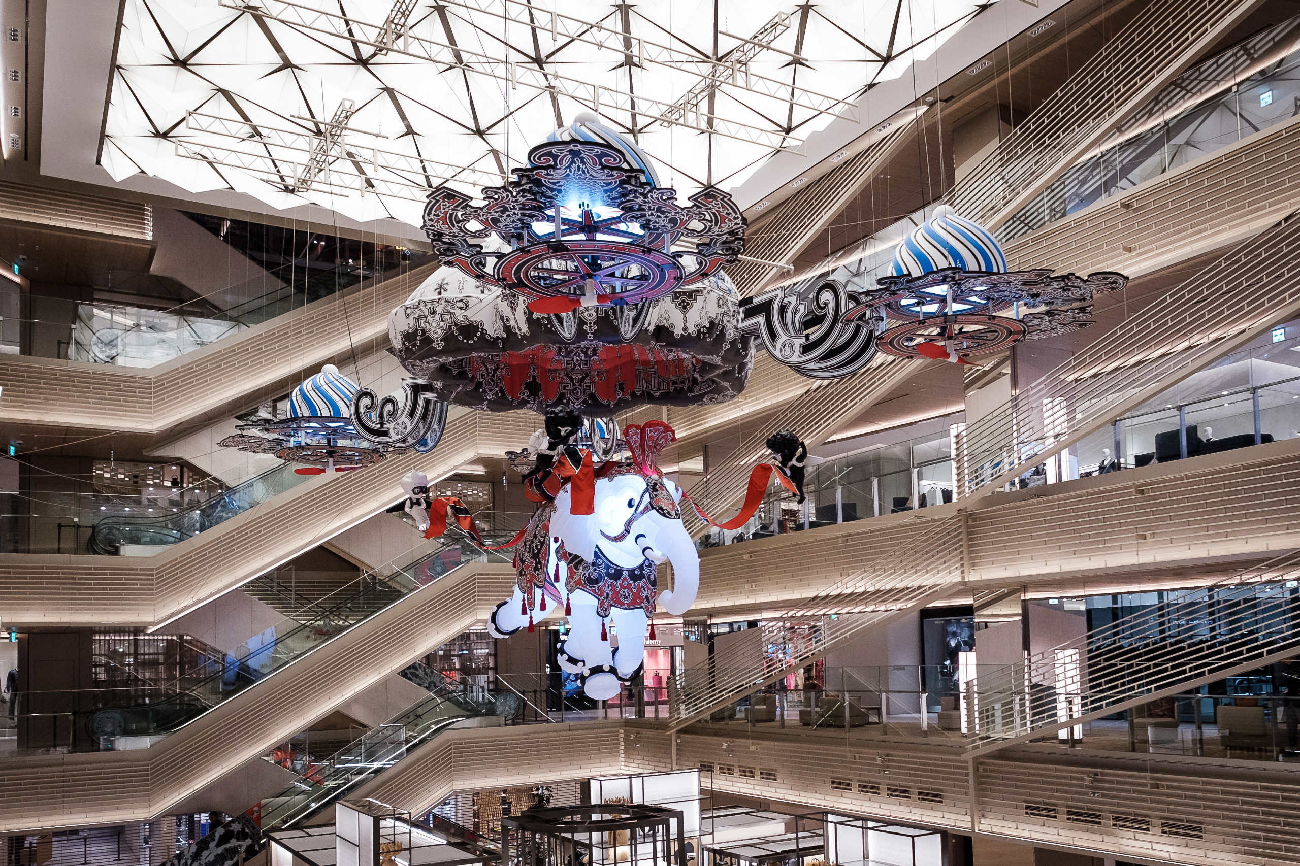50496c8ea1803 The iconic atrium at the center of the GINZA SIX building will feature the  Shining Elephant